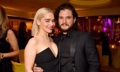 Emilia Clarke y Kit Harington publican fotografía familiar