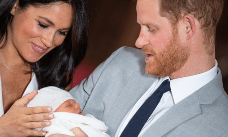 Presentaron al hijo del príncipe Harry y Meghan Markle dise%C3%B1o-96