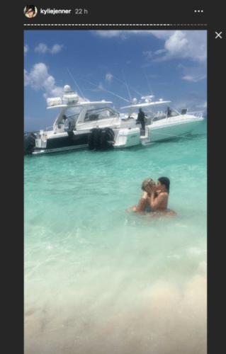 El polémico beso de Kylie Jenner con Anastasia Karanikolaou Captura-de-pantalla-2019-06-10-a-las-11.47.23-319x500