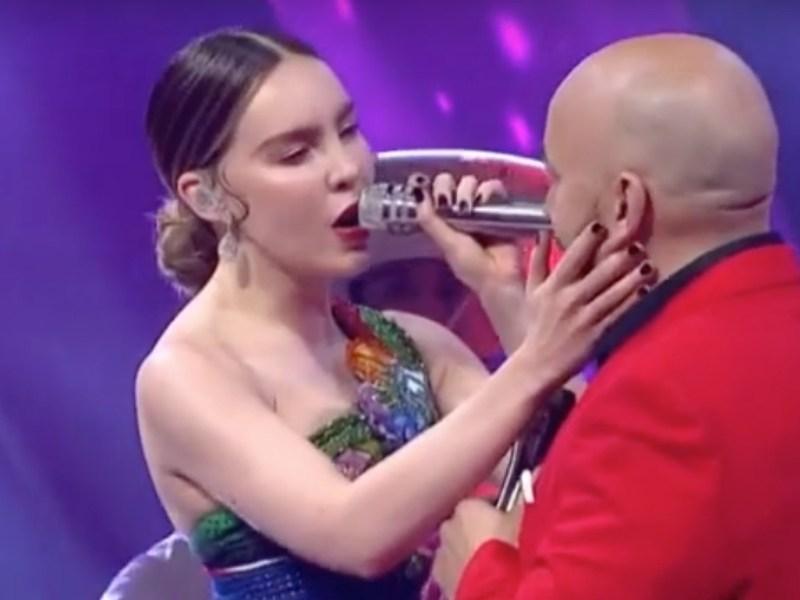 Beso de Lupillo Rivera a Belinda