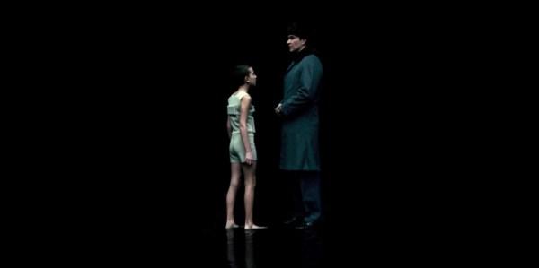"'Stranger Things' ""retrata"" electrochoques y drogas ochenteras The_Flea_and_the_Acrobat_S01-E05_SS_001-600x299"