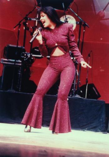 Revelan qué actriz interpretará a Selena en su serie biográfica gettyimages-50437725-594x594-348x500