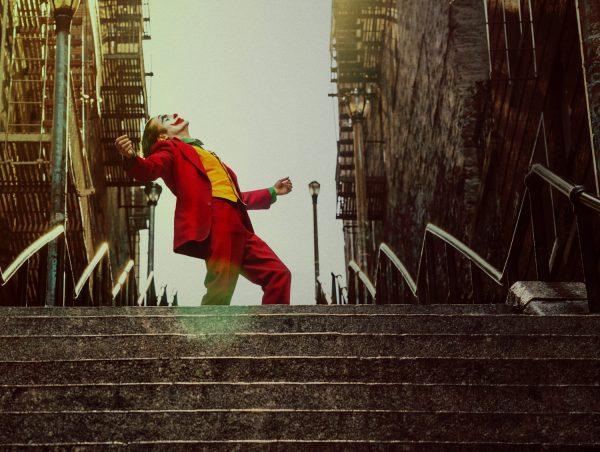 Nuevas fotos de 'Joker' revelan si habrá o no cameo de Jack Nicholson joker-dancing-joaquin-phoenix-600x452