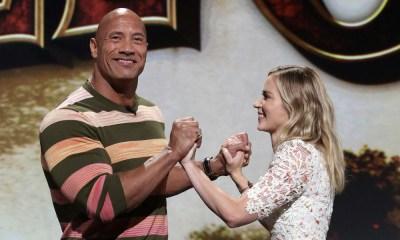 Dwayne Johnson y Emily Blunt en una película de superhéroes