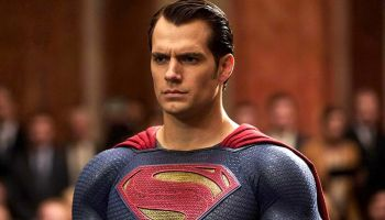 Henry Cavill con el traje negro de Superman