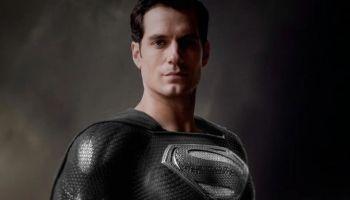 Superman con traje negro en Zack Snyder's Justice League