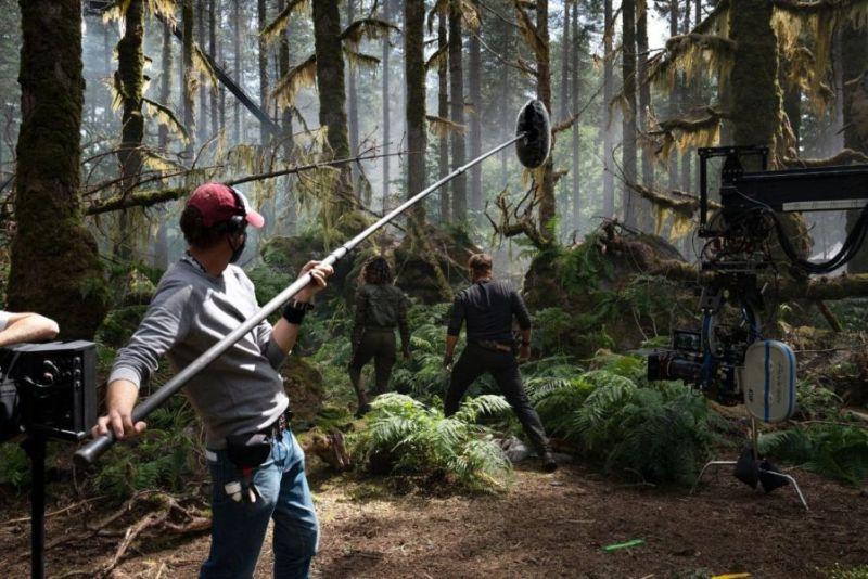 ¡Chris Pratt regresó! Revelan nuevas fotos de 'Jurassic World: Dominion' jurassic-world-dominion-behind-the-scenes-dinosaurs-woods-1233102