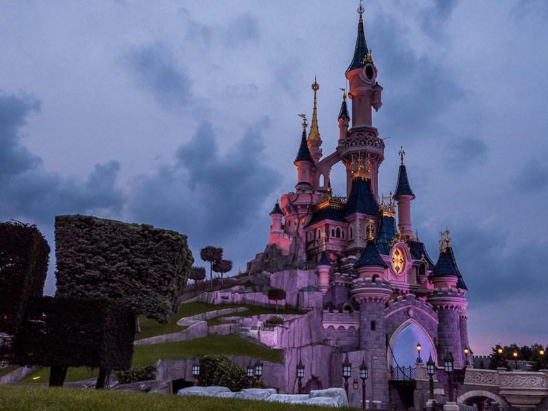 Disney espera eliminar los protocolos de distanciamiento social