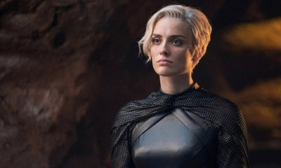 Experiencia de Wallis Day como Kate Kane