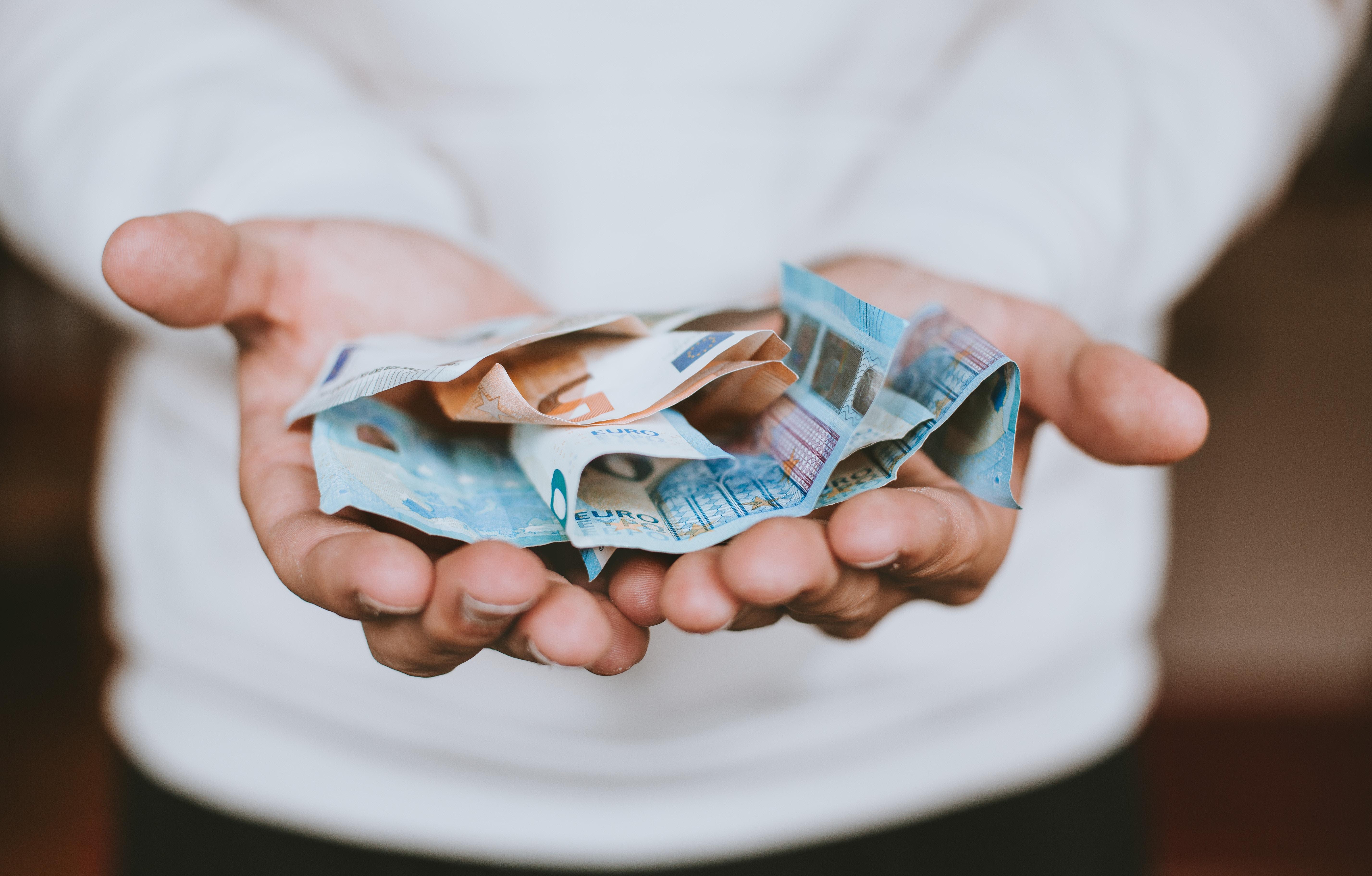 Fördermittel in Euroscheinen für die Selbsthilfe