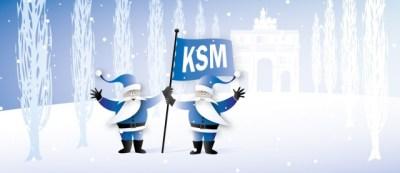 zwei blaue Weihnachtsmänner mit Fahne vor dem Siegestor in der Leopoldstraße