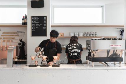 2017年に東京・自由が丘にオープンしたカフェ「ALPHA BETA COFFEE CLUB」(アルファベータコーヒークラブ)