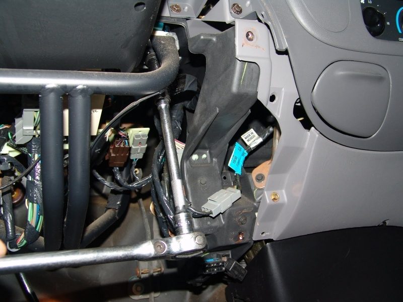 Where Is The Gem Module On A 2004 Ford Tarus - Fixya
