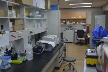 Labs at Jang Bogo Station (D.Mueller)