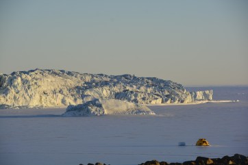 Campbell Ice Tongue, in front of Jang Bogo Station. Divers' tent in the foreground. (D. Mueller)