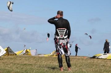 Adrenalin gegen den Alltagstrott: Kitesurfen lernen auf Rügen