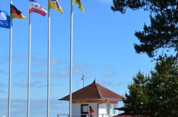 Blaue Flaggen für sechs Strände auf Rügen und Hiddensee
