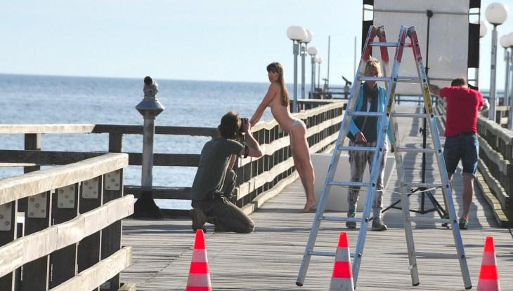Bäderarchitektur einmal anders: Foto-Shooting mit Models, Wanne und Duschbatterie