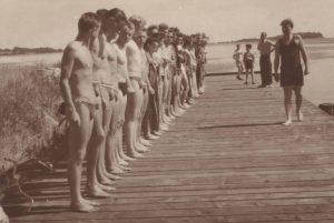 rettungsschwimmer-wurden-im-hafen-von-thiessow-ausgebildet-foto-archiv-schwimmlager-thiessow
