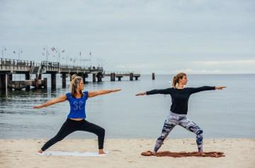 Yoga am Strand: Namaste Ostsee