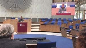 Thomas Krüger eröffnet den Dienstag