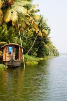 In Hausbooten kann man auch mehrere Tage auf den Backwaters verbringen (mit Koch und Fahrer!)