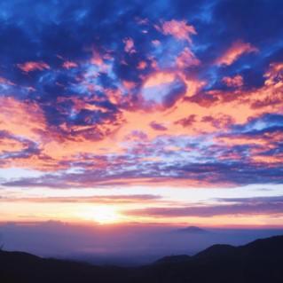 Lembayung Fajar Langit Sikunir via oliviarossyane