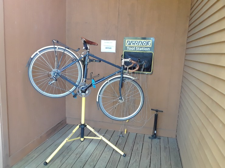 Our Wiscasset hotel has a bike repair stand and tool kit for guest use.