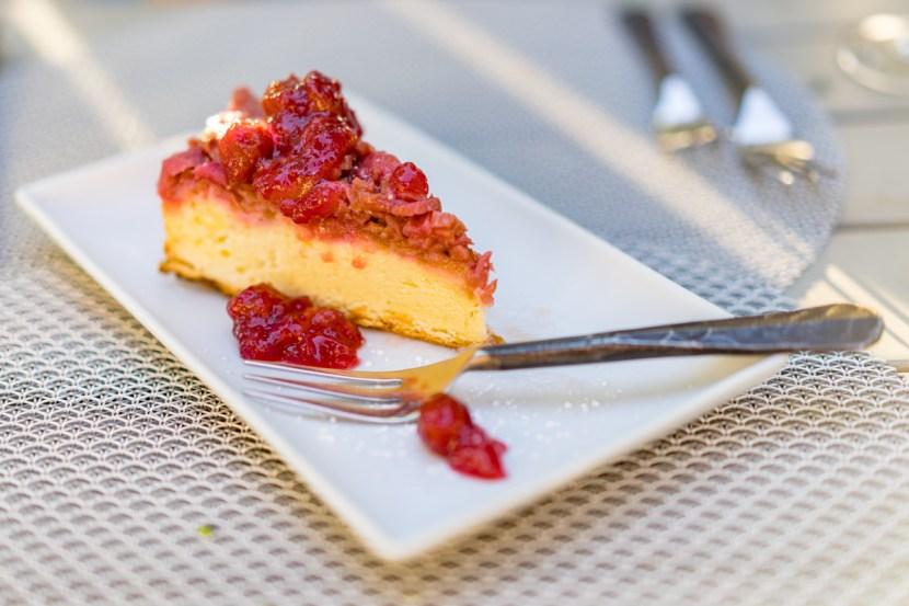 Berry cake desert