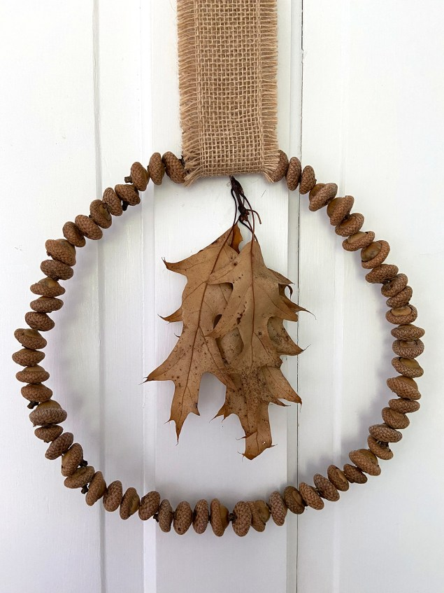 simple DIY acorn wreath with leaves