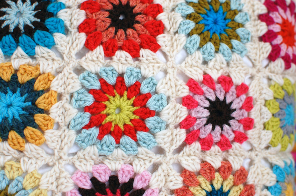 How to Crochet a Granny Square with a Circle Center - Wise Craft ...