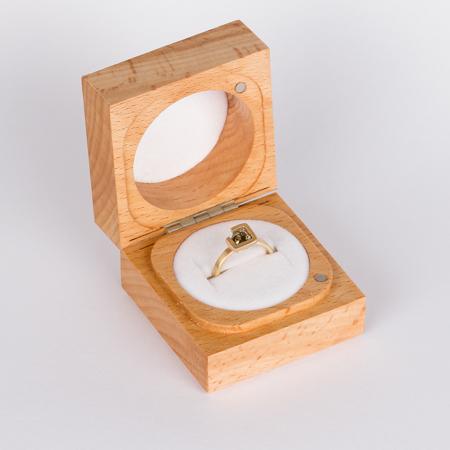 Earth ring brownish green zircon diagonal set in brushed yellow gold box