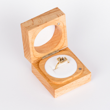 Earth ring brown zircon diagonal set in brushed yellow gold box
