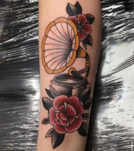 gramophone roses traditional tattoo