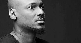 2face Idibia Prostrates For Baddyoosha On His Birthday