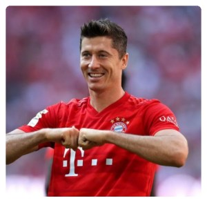 Lewandowski in Bayern Munich jersey smiling