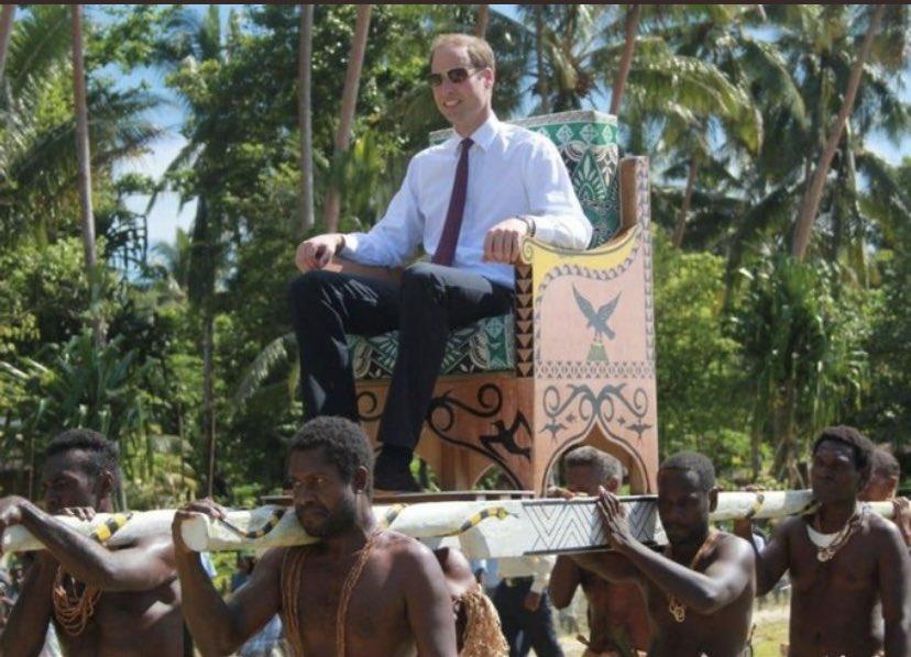 El príncipe Guillermo de camino a la rueda de prensa para negar que haya racismo en la casa real.