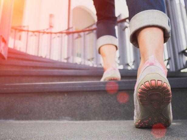 stile di vita stare in forma contapassi camminare calorie 10.000 passi