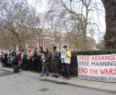 BRAD another US embassy vigil picmanning-vigil-12-april-300x225