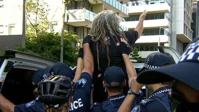 Above: Photo of arrest on Yahoo! 7 News. Click on photo to go to news item.