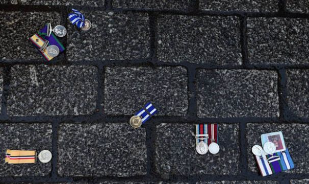 Veterans for Peace UK protest syria medals2-409277