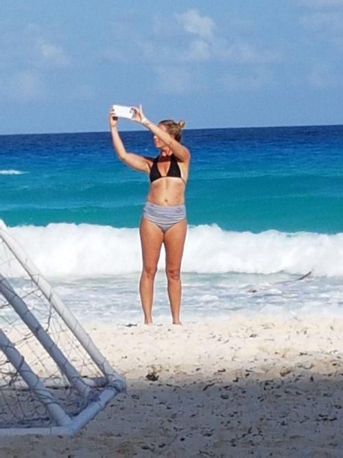 beach selfie: Wise Women Canada
