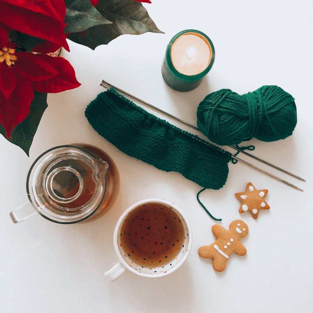 čaj, pletení, perníčky