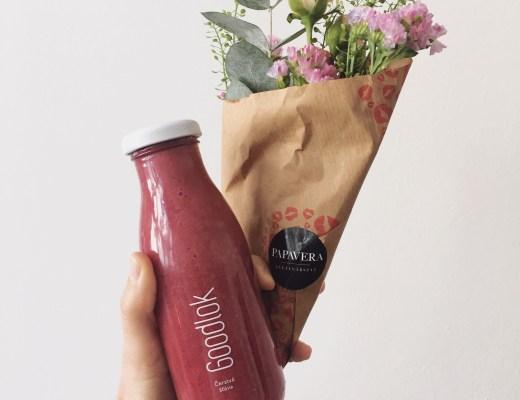 džus a květina