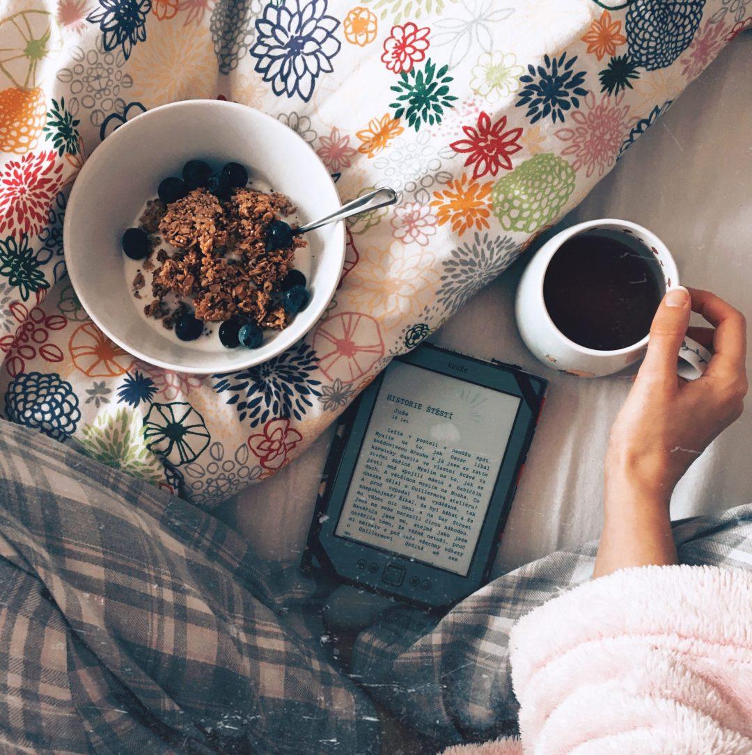 knížka a snídaně