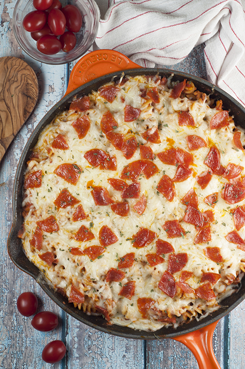 One Pan Pizza Pasta Casserole {Wishes & Dishes}