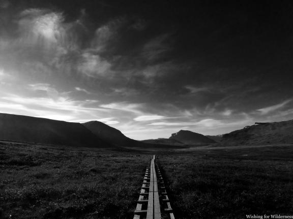 Kungsleden walkway and mountains
