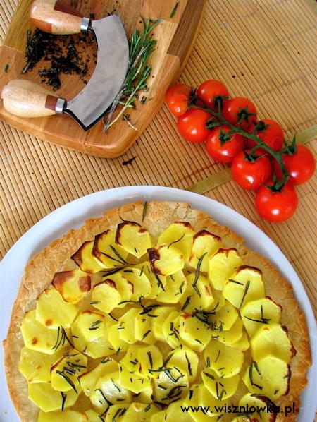 pizza z ziemniakami i rozmarynem