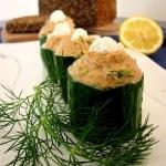 Efektowna przekąska: miseczki z ogórka z pastą rybną