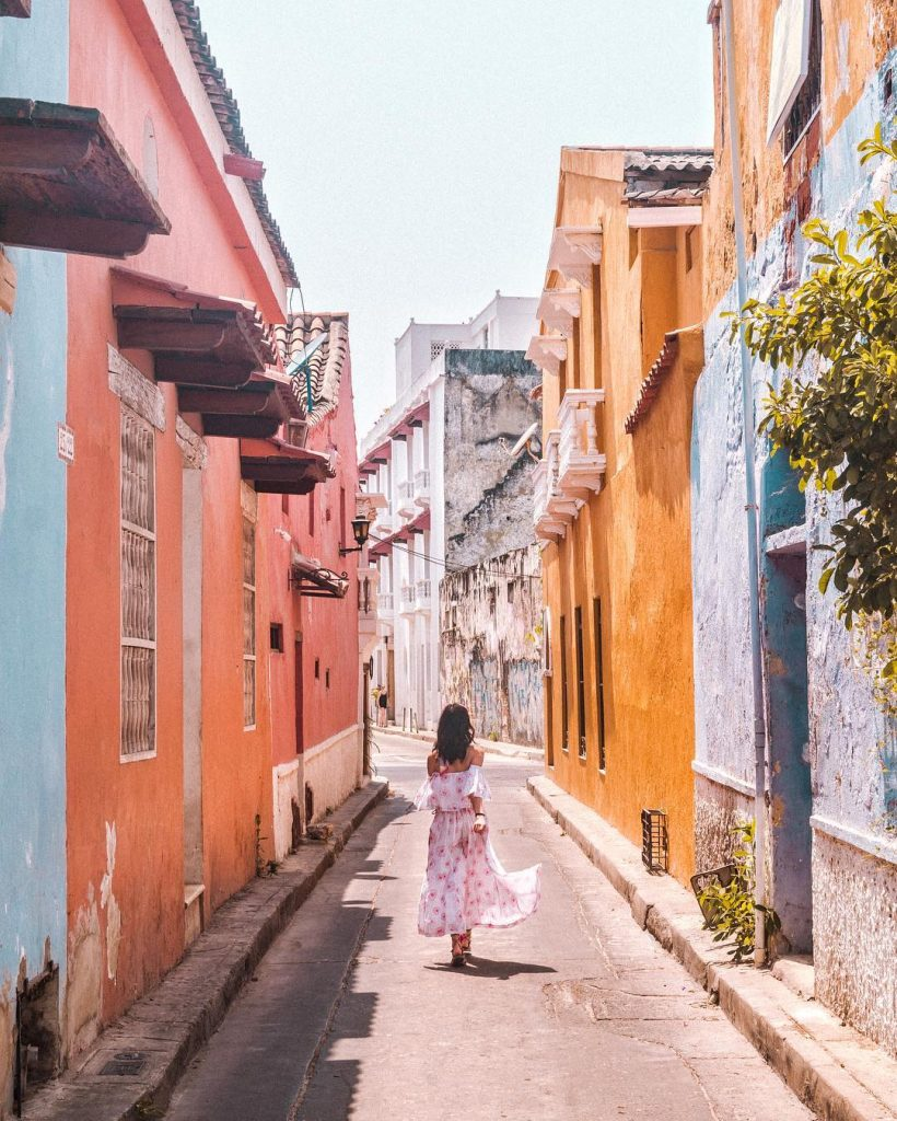 Colorful streets of the Old Walled City in Cartagena #3 - witandfolly.co